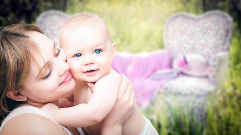 Притискат България да узакони дете от еднополов брак