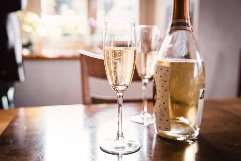 бутилка-вино-газирано
