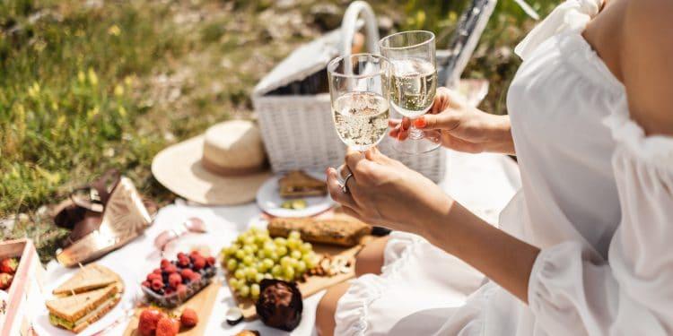 бутилка-вино-чаши