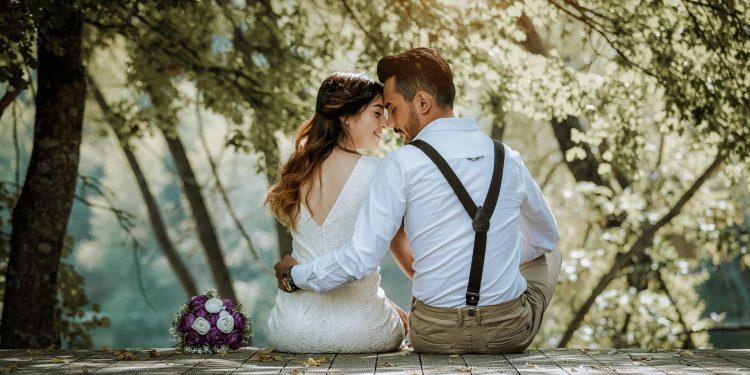 щастлив живот-мъж и жена-зодия